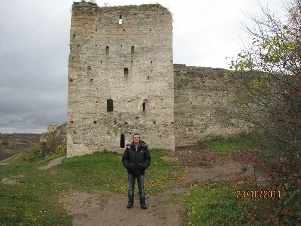 norman_izborsk_fortress_keep_outside_1000.jpg